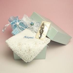 サムシングフォーの4点セット 名入れ刺繍 選べる花嫁ハンカチ charm