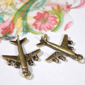 ジャンボジェットのチャーム 飛行機(5個入)立体加工 アクセサリーパーツ ハンドメイド素材金属チャー...