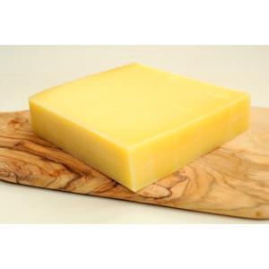 フランスのコンテチーズ似のナッティーな味わいとミルクの豊かな風味を持ったコクのあるチーズです。チーズ...