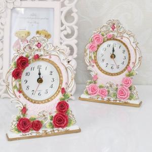 ロココ調の薔薇柄置き時計になります。 ピンクとレッドの2色 サイズ:W11.3×D4.1×H14.9...