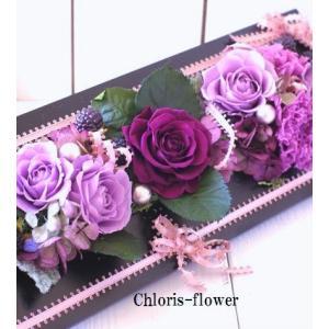 紫 プリザーブドフラワー 開店開業祝い 花 壁掛け パープルの洒落たフレーム立て 古希/喜寿|chloris-flower