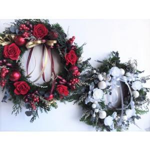 薔薇のクリスマスリース 薔薇&ヒムロスギのプリザーブドフラワーリース|chloris-flower