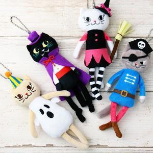 カルディよりハロウィンむけに限定発売された、やわらかな手ざわりのネコちゃんのマスコットです。 ボール...