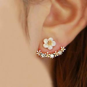 ピアス アクセサリー フラワー 花 桜 クリスタル ストーン ビジュー 大人かわいい 両耳用 キラキラ ゴールド シルバー ピンクゴールド レディース
