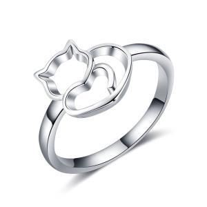 可愛いにゃんこがデザインされたシルバーリング ハートをモチーフに猫の可愛いデザインをかたどったリング...