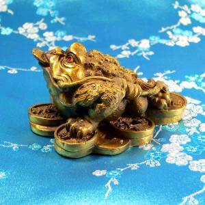 かえるの置物 三本脚の銭カエル(高さ4cm)|chuukanotobira