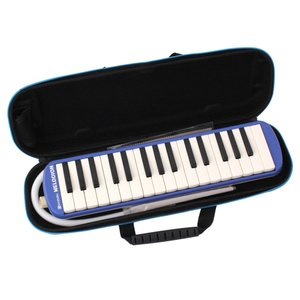吹く息がそのまま音になるように演奏できるメロディオン。ハードケース比約60%軽量なセミハードケース採...
