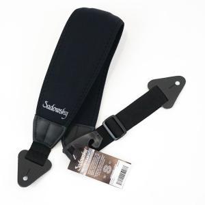弾性に優れたネオプレンをナイロンで覆った特殊素材をショルダー部分に採用。