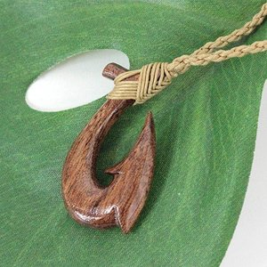 ハワイ 土産 ハワイアンアクセサリー コアウッド フィッシュフック ネックレス ハワイ おしゃれ ギフト プレゼント メンズ レディース clara-hawaii