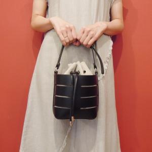 フランス 巾着型2WAYショルダーミニバッグ レディース 黒 ブラック ポシェット 小さめ 通販 おしゃれ 合皮 かばん 鞄 大人 きれいめ|classica