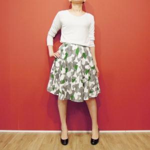 フランス 幾何学柄フレアスカート 膝丈スカート 春 夏 裏地 白 ホワイト おしゃれ コットン マルチカラー きれいめ 通販 SOPHYLINE|classica