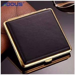 ボタンを押すだけで心地よく自動的にオープンするシンプルで美しいデザインのシガレットケース。 タバコ1...