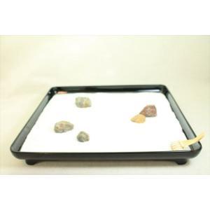 これから始めたい方へ〜箱庭キット(プラスティック製の会席膳)〜白砂に自然石を配置し砂紋を描ける〜(ミニ熊手付き)|clips-yj