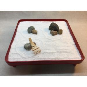 枯山水の箱庭(Zen Garden)で和むキット 漆塗りのお膳に自然石を並べて白砂(寒水砂)に砂紋を描けるミニ熊手付き『ZenTei-003』|clips-yj