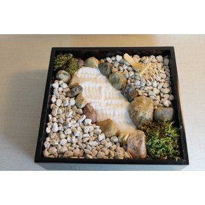 日本庭園(箱庭)の砂紋で池を作りませんか?・・・重箱が庭園に|clips-yj
