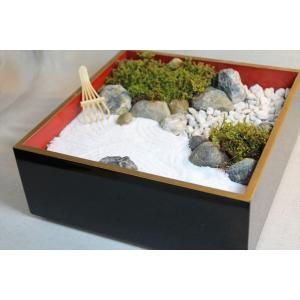 アンティークな漆塗りの重箱に枯山水のミニチュアガーデン(箱庭)|clips-yj