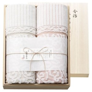 今治の職人が丹精を込めて織り上げたタオルケットを高級感ある木箱に入れたシリーズです。  150×19...