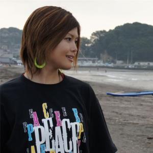 数量限定 como(コモ)  吉沢こずも プロデュース LOGO Tシャツ TYPE1 カラー:BLACK×WHITE|collc
