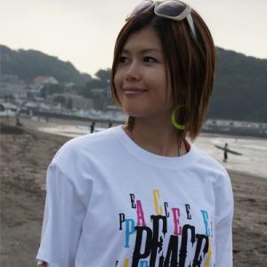 数量限定 como(コモ)  吉沢こずも プロデュース  LOGO Tシャツ TYPE1 カラー:WHITE×BLACK|collc