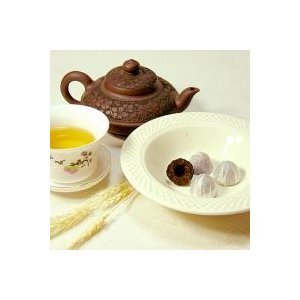 雲南省産の小沱プーアール茶は、1回分ごとに小さなお碗の形に固めた固形茶です。   菌類により発酵させ...