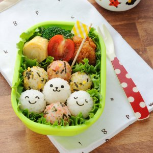 おにぎり型 おむすび型 こむすびボールミニ まんまるおにぎり キャラ弁 ( 海苔カッター お弁当グッズ 子供 )|colorfulbox