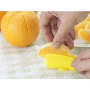 皮むき器 ラクラク皮むき 2個組 日本製 ( 皮剥き器 みかんの皮むき 柑橘類 ) colorfulbox 03