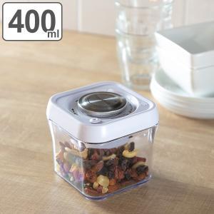 プッシュするだけで真空保存できる保存容器です。食材を湿気から守り、鮮度・香りが長持ちします。冷蔵・冷...
