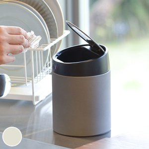 触れずにフタが開けられるゴミ箱です。キッチンや洗面所で手が汚れていても、サッと手をかざすだけでフタを...