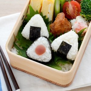 おにぎり型 海苔カッター ミニ 三角 さんかくこにぎりmini×2 弁当グッズ ( おむすび型 こむすび おにぎり おむすび 一口サイズ )|colorfulbox