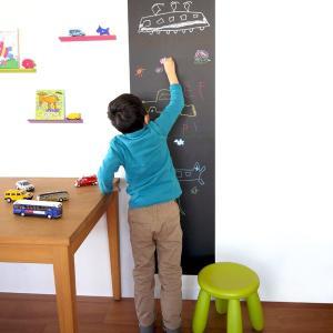 ●チョークで書いて、水拭きで消せる、シート状の黒板です。 ●お家では伝言板やお子様の落書きスペースと...