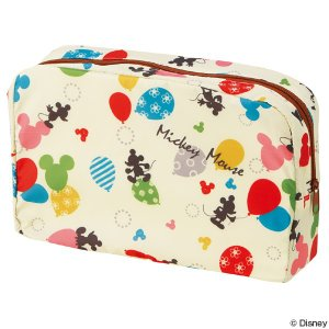 市販の紙おむつが4〜5枚収納できる、ミッキーマウスのおむつポーチです。内ポケットにはおしりふきなどの...