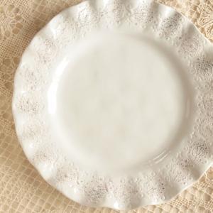 落ち着いた大人のための、食器シリーズ! クラシカルなレリーフ模様。おしゃれな食器たちで特別な時間を演...