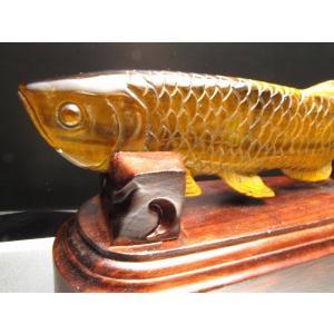 タイガーアイ アロワナ 置物 専用木製台座付き高さ約8.5cm 最大幅約18cm 約453g (台座...