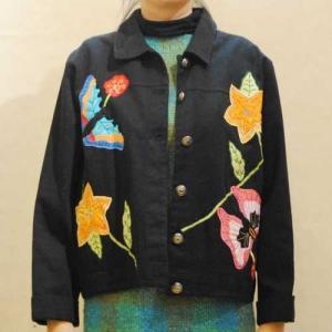 S〜Lサイズ【アメリカ製古着】1970年代ヴィンテージ◆「WHITE STAG(ホワイトスタッグ)」◆ブラックデニムに原色の蝶と花のパッチ◆デニムジャケット【中古】◆|cool-klothes