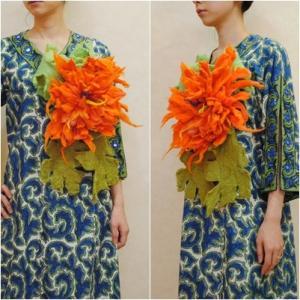 送料無料★オリジナルハンドメイド【mesadu】羊毛フェルト◆オレンジの大きなお花のコサージュ|cool-klothes