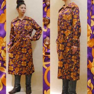 M〜XLサイズ【アメリカ製古着】1970年代ヴィンテージ◆紫に金茶のお花がゴージャス◆ミディ丈ワンピース【中古】アメリカ買い付け cool-klothes