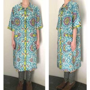 S~XLサイズ【アメリカ製古着】1960年代ヴィンテージ◆ターコイズブルーのアラベスクプリント◆前あき◆ロングワンピース【中古】|cool-klothes