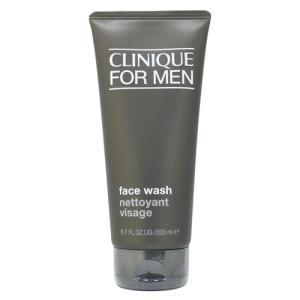 リキッドタイプの洗顔ソープ。肌に必要な潤いを奪うことなく、汗や皮脂の汚れをすばやく落とします。洗い上...
