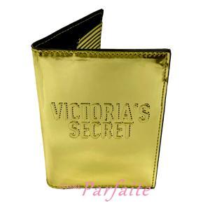 パスポートケース ヴィクトリアシークレット ステッチロゴエンボス メタリックゴールド 雑貨 メール便対応 在庫処分|cosmeparfaite