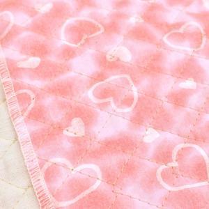 ムラ染のプリントにハート柄のプリントのキルティング生地。 巾着袋やレッスンバッグなどの袋物、いろいろ...