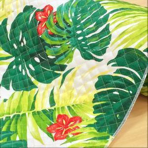 モンステラにハイビスカスなどリアルなハワイアン柄のオックス生地のキルティング生地。 袋物やカバーなど...