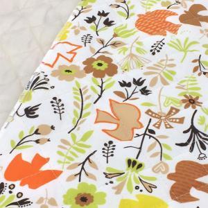 北欧風の鳥と草花のプリントのナイロン素材のキルティング生地。 袋物やカバーなどにオススメです。  ◎...