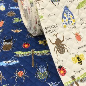 男の子の大好きな昆虫柄のキルティング生地。 袋物、カバーにオススメです。  キルティング生地はメーカ...