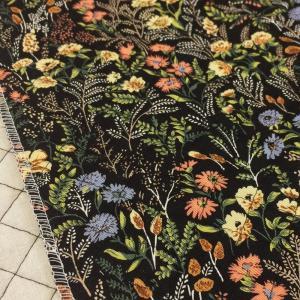 花柄のキルティング生地。 袋物、カバー、インテリアなどにオススメです。  ★同じ柄のツイル生地ありま...