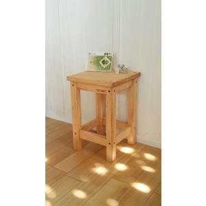 ハンドメイド スクエアスツール 木製角椅子 アンティークパイン仕上げ 高さ43cm|country-kinoka