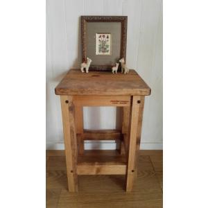 ハンドメイド スクエアスツール 木製角椅子 ダークブラウン仕上げ 高さ43cm|country-kinoka