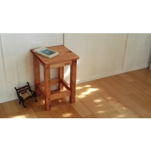 ハンドメイド スクエアスツール 木製角椅子 ライトブラウン仕上げ 高さ43cm|country-kinoka