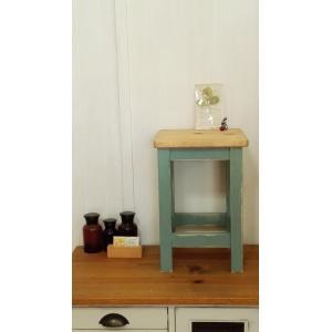 ハンドメイド スクエアスツール 木製角椅子 ツートンカラー ドレッシングブルーXアンティークパイン 高さ43cm|country-kinoka