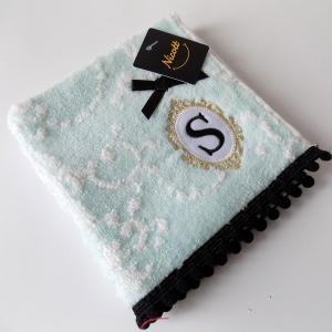 アルファベット タオルハンカチ「S」(ラッピング付き) タオルハンカチ プチギフト ホワイトデー ギフト 内祝い お返し 誕生日 ハンドクリーム プレゼント 女性|cozymom
