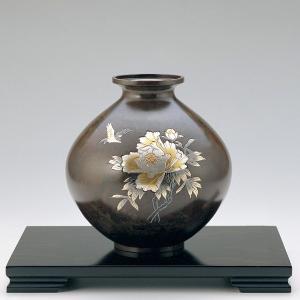 青銅製花瓶 美坪型 彫金牡丹に小鳥 木製みずき花台(13号)付|craft-crowd